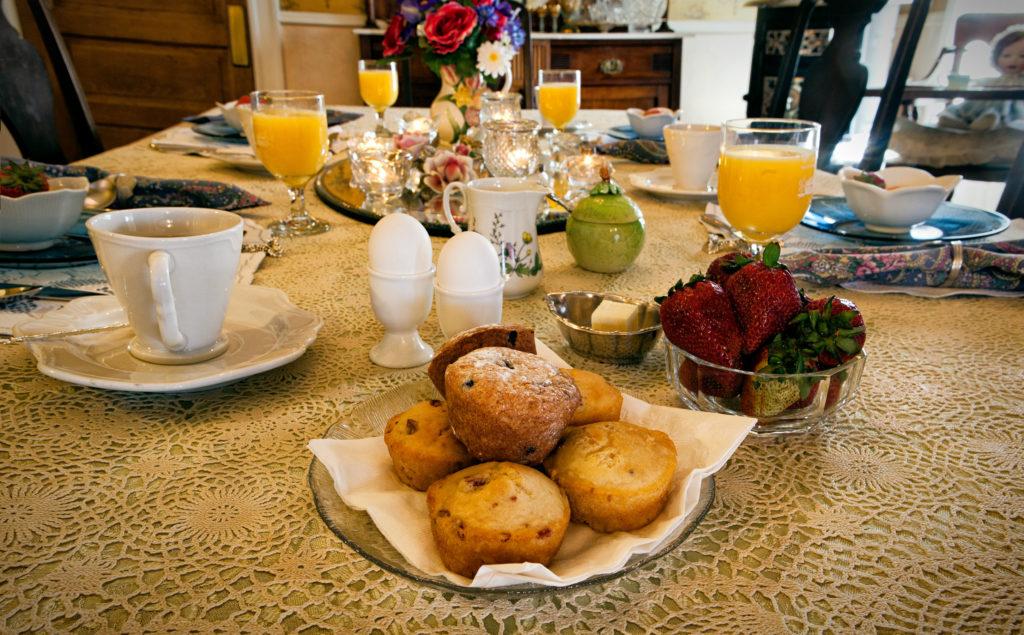 BNBfinder 2019 breakfast table 1024x635