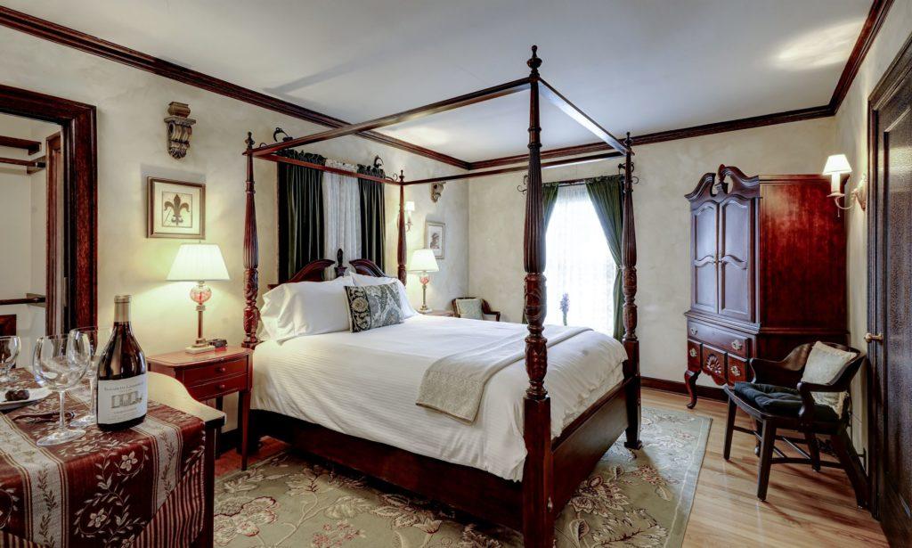 Napoli Room from Doorway 1024x615