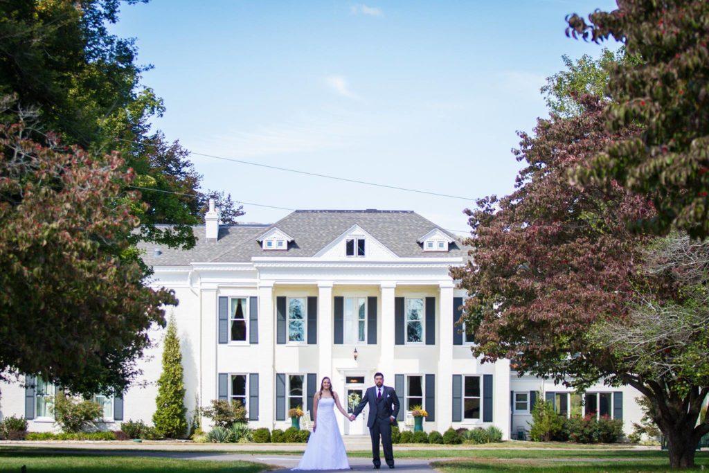 bride groom at inn 1024x683