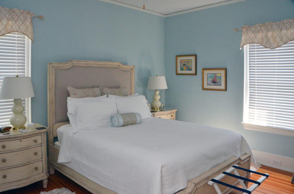 Queen Bedroom in the Suite