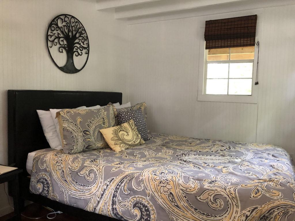 cabin queen bed 1024x768