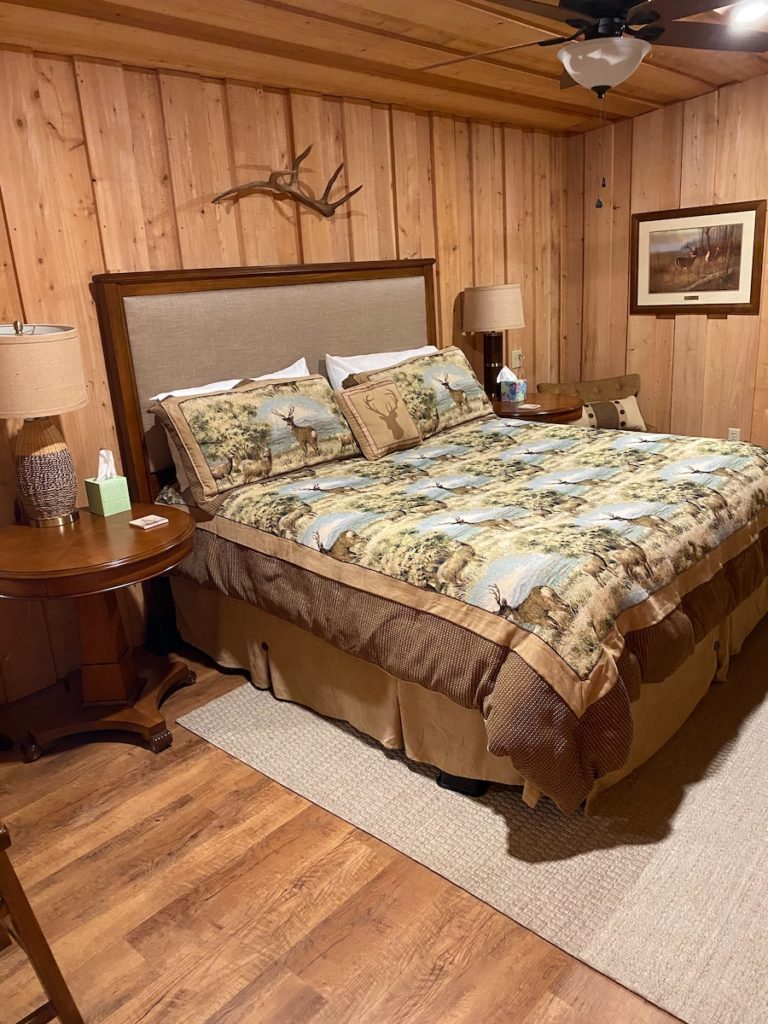 lodge king bedroom2 768x1024